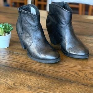 Steve Madden Regge Leather Booties